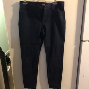 Navy blue cropped pants